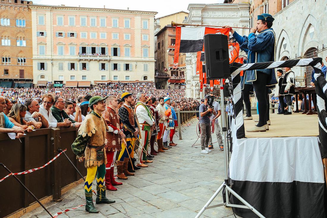 Il meglio delle fotografie del Palio di Siena 2017
