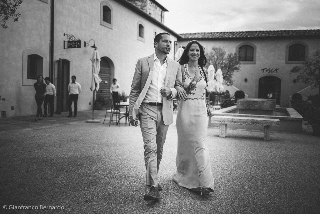 Brent e Danielle celebrano il decimo anniversario del loro matrimonio scegliendo una location da incanto nel cuore della Toscana